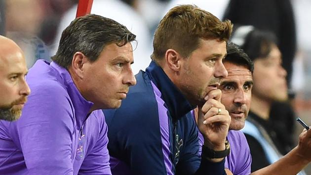 Tottenham Hotspur's manager Mauricio Pochettino (2nd R) watches his team play.(AFP)