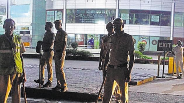 Ghaziabad police have registered an FIR against a 30-year-old man for allegedly calling a Pune-based couple to a hotel in Ghaziabad for an interview and fleeing with their belongings.(Yogendra Kumar/HT PHOTO)