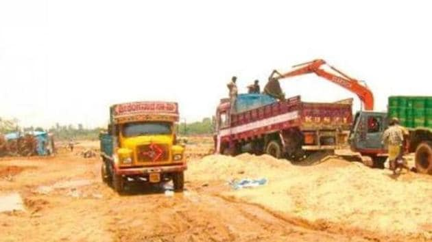 Sand extraction has been stalled in the state on account of various orders of courts and the National Green Tribunal as the extraction threatened riverine islands and plantations along river banks. (HT File photo)