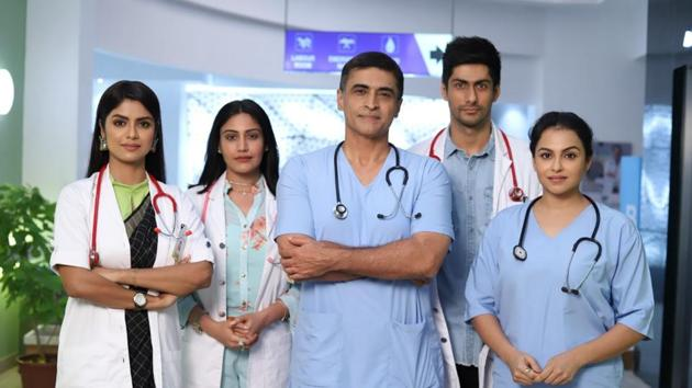 Sayantani Ghosh, Surbhi Chandna, Mohnish Bahl, Namit Khanna and Gurdeep Kohli on the sets of Sanjivani.