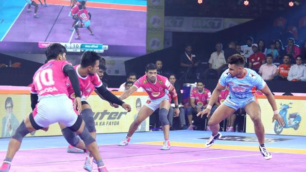 Jaipur Pink Panthers snatch victory from Bengal Warriors' grasp(Pro Kabaddi League)