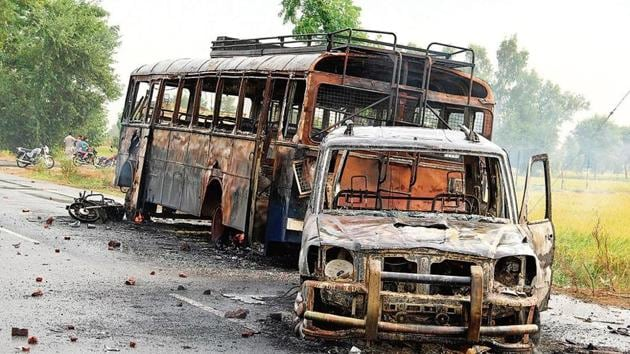 Police vehicles torched by anti-sacrilege protesters at Behbal Kalan village in Faridkot in October 2015(HT File Photo)