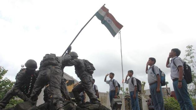 School students raise patriotic slogans after paying tribute at War Memorial to commemorate Kargil Vijay Diwas at Kopri Thane, Maharashtra. (Praful Gangurde/ HT Photo)