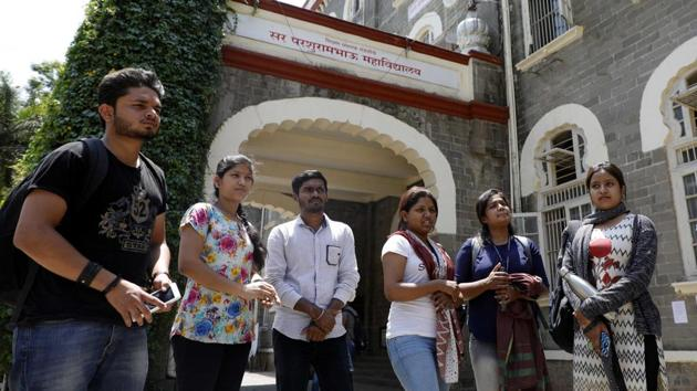 In a bid to bring in sobriety in campus politics, Maharashtra has come up with a strong code of conduct and rules to prevent violence.(HT/PHOTO)