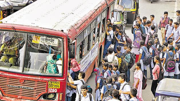The MSRTC's Shivajinagar bus terminus will be shifted temporarily to the government dairy plot near Wakdewadi by October to facilitate construction of the underground metro work in the area.(HT FILE)