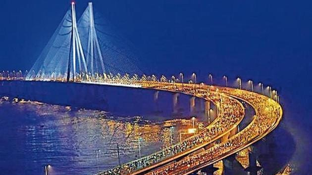 Maharashtra is looking at reducing travel time between Nariman Point in south Mumbai and Virar in Palghar district, a distance of nearly 90km, to an hour from the current three hours.(HT file)