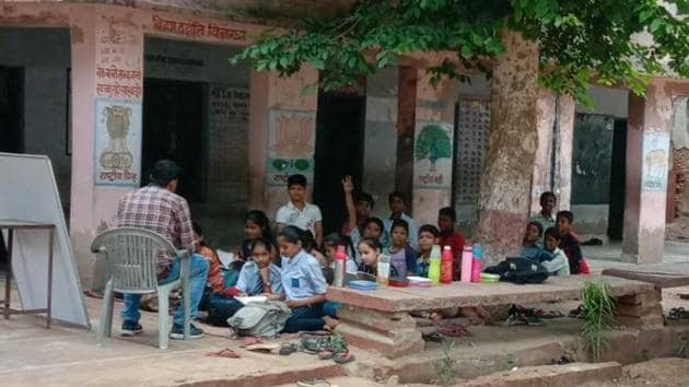Students study under a tree at the state-run English medium in Bharatpur(HT)
