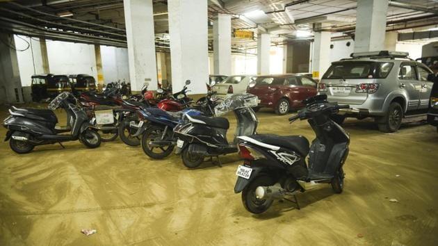 The Runwal Oshiwara public parking lot has a total capacity of more than 500, including cars and heavy vehicles.(Pramod Thakur/HT Photo)
