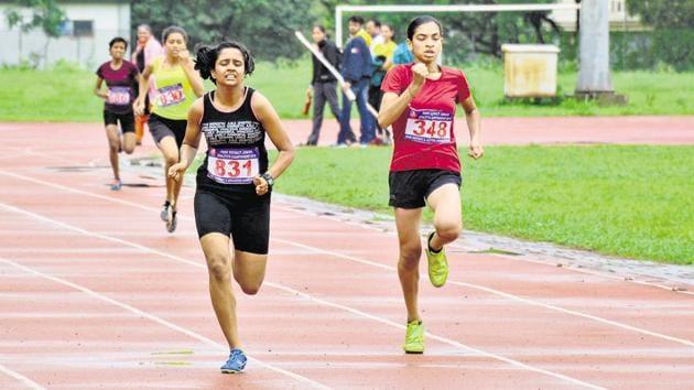 Sakshi Phulsundar (in black) in action during girls under-16 400 metre run at Pune District Junior Athletics Championship at Shri Shiv Chhatrapati Sports Complex Balewadi in Pune, India, on Sunday, July 28, 2019.(Milind Saurkar/HT Photo)