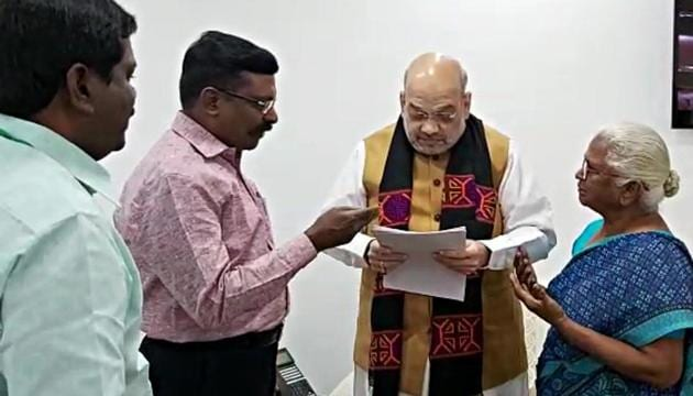 Tamil Nadu VCK party Chief and MP Thirumavalavan (second from left ) along with Rajiv Gandhi case convict Pererarivalan's mother Arputham Ammal met Union Home Minister Amit Shah in New Delhi on Monday.(ANI)