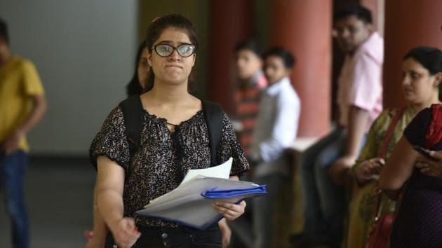 Students seen during the admission process, at Miranda House, University of Delhi(Raj K Raj/HT PHOTO)