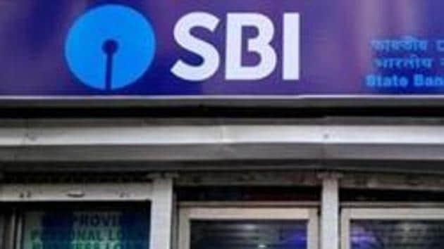 The State Bank of India (SBI) has slashed deposit rates on various tenors citing surplus liquidity and falling interest rate scenario.(REUTERS)