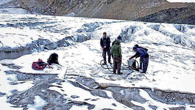A team of scientists on Nadu glacier in Lahaul and Spiti.(HT Photo)