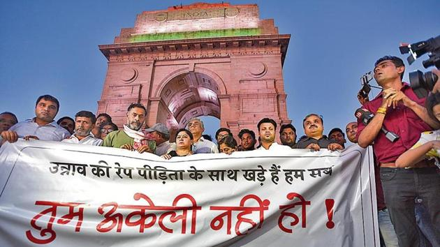 Supporters gathered for a silent protest in solidarity with the Unnao rape case victim, at India Gate in New Delhi on Monday.(Burhaan Kinu/HT)