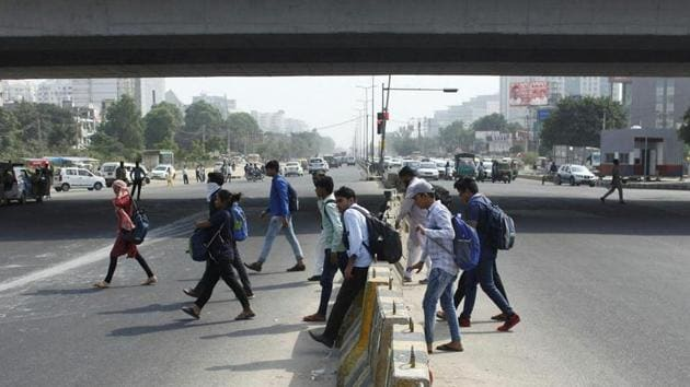 Defective road engineering, poor speed management, wrong road signs and faulty driving were some of the main causes behind road mishaps, found a study by Haryana Vision Zero.(HT File)