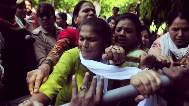 Congress Mahila Morcha members stagging protest in Lucknow demanding action against jailed BJP MLA and rape accused Kuldeep Singh Sengar.(Deepak Gupta/HT PHOTO)