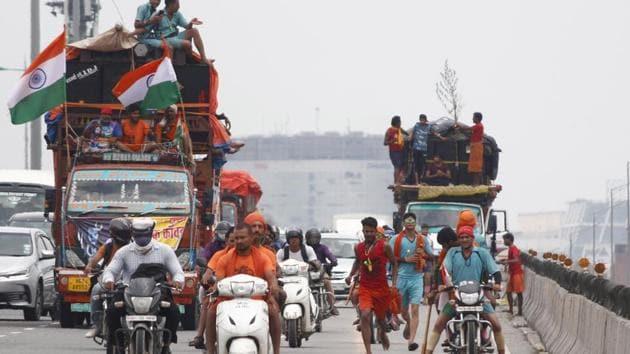 Kanwariyas carrying water from the Ganga River during the Kanwar Yatra ahead of Shivratri Festival, seen at Delhi- Gurugram expressway.(Yogendra Kumar/HT PHOTO)