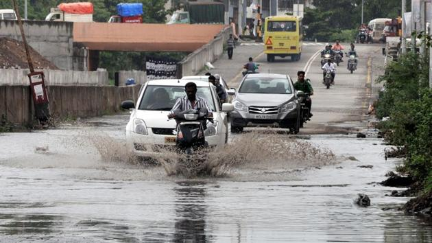 Rain in Dhayari on Sinhgad road in Pune.(HT PHOTO)