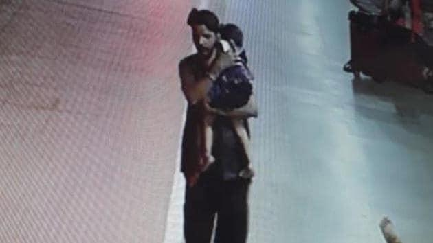 The three-year-old was sleeping with her mother at the railway station on Thursday when she was picked up by Rinku who can be seen on CCTV footage coolly walking away with the sleeping girl in his arms.(Photo: Railway police/Screengrab)