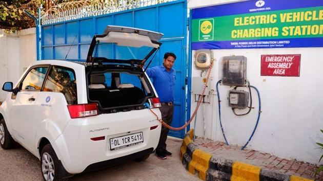 Poor performance by electric vehicles was also cited a an issue by government officials who were keen to opt for petrol and diesel vehicles instead.(HT Photos)