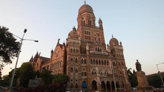 Brihanmumbai Municipal Corporation (BMC) is looking for contractors and consultants who will develop a suitable design for the tunnels that will run 20 metres and 220 metres below Sanjay Gandhi National Park (SGNP).(HT FILE)