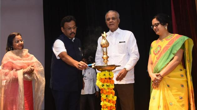 (From left) Varsha Tawde, Vinod Tawde, state higher and technical education minister; SB Mujumdar, chancellor, Symbiosis International University and Swati Mujumdar pro-chancellor, Symbiosis Skills and Open University at the event.(HT PHOTO)