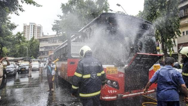 he cause of fire on the single-decker bus, on route number 27 from Vaishali Nagar in Mulund east, is suspected to be a short circuit in its electric board.(HT FILE)