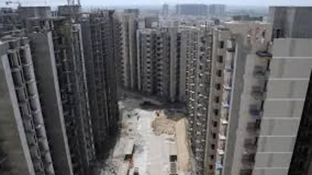 The court's order came while hearing a plea which had claimed that the government flats at north east Delhi's Sanjay Basti have been encroached upon since 1977 after they were ordered to be re-constructed owing to their dilapidated condition due to the floods in Yamuna.(HT FILE)