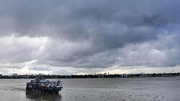 Monsoon clouds hover over Kolkata on Sunday.(HT Photo)