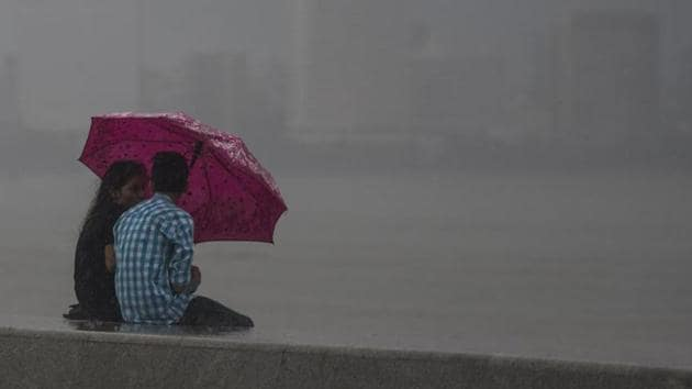 India Meteorological Department (IMD) has forecast heavy to very heavy rainfall at isolated pockets in Mumbai and suburbs on Thursday.(HT FILE)