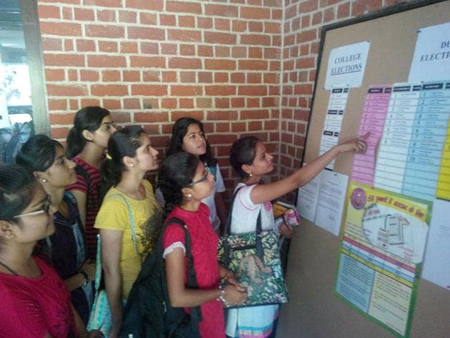 Student elections were banned in Maharashtra in 1994, after a spate of kidnappings and violence related to campus politics. The Maharashtra Universities Act 1994 had replaced elections with nominations for student representative bodies in colleges and universities.(Sushil Kumar/ HT photo)