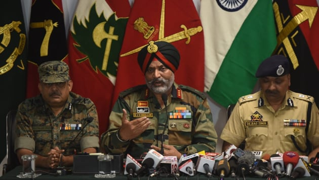Indian army has stated that 83% of all youth who become militants, start with throwing stones for Rs 500(HT Photo/Waseem Andrabi)