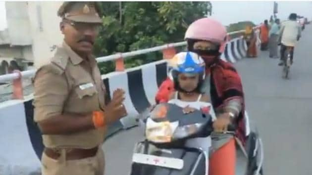 The video quickly captured people's attention.(Twitter/@upcoprahul)