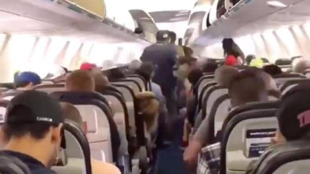 Passengers from Westjet plane deboards the plane in an orderly manner.(Twitter/@TomPodolec (Screengrab))