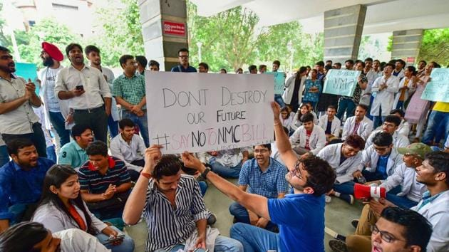 New Delhi: Members of Federation of Resident Doctors Association during a strike against National Medical Commission (NMC) Bill, at Safdarjung Hospital in New Delhi, Friday, Aug 2, 2019. (PTI Photo/Arun Sharma) (PTI8_2_2019_000035B)(PTI)