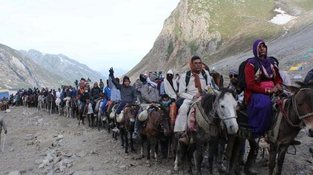 The government decided to end the Amarnath yatra and strengthen the counter-insurgency grid in Kashmir.(Keshav Singh/HT File Photo)