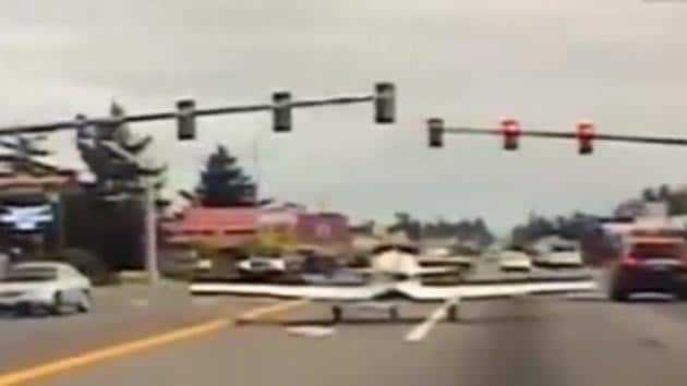 The incident was captured on State Trooper Clint Thompson's dashcam.(Twitter/@wspd1pio)