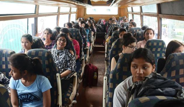 A group of NIT students leaving their campus as government announces an advisory to the Amarnath Yatris and tourists to leave the valley as soon as possible, in Srinagar on Saturday on Saturday.(ANI photo)