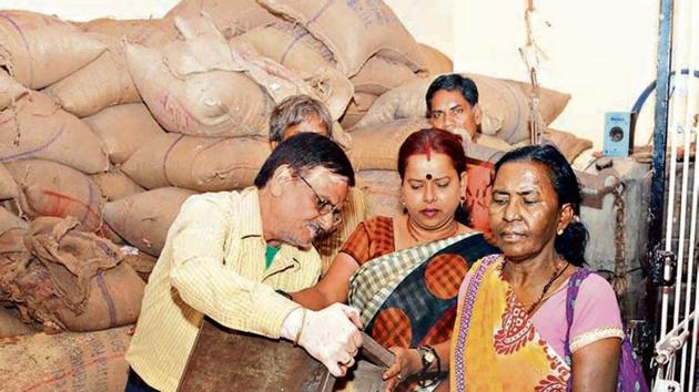 Public purchasing food grain distributed through PDS shop by the new ration card issued by the state government in Ranchi , India, on Sunday, October 11, 2015. (File photo by Diwakar Prasad/ Hindustan Times)