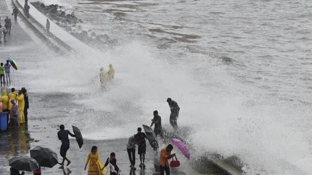 Mumbai, India - Aug. 4, 2019: People enjoy the High Tide at Marine Drives in Mumbai, India, on Sunday, August 4, 2019. (Photo by Anshuman Poyrekar/Hindustan Times)(Anshuman Poyrekar/HT Photo)