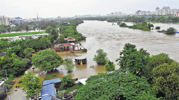 A view of the Mhatobanagar near Wakad, which was completely inundated, after the overflowing river took over the streets and homes on Sunday.(HT PHOTO)