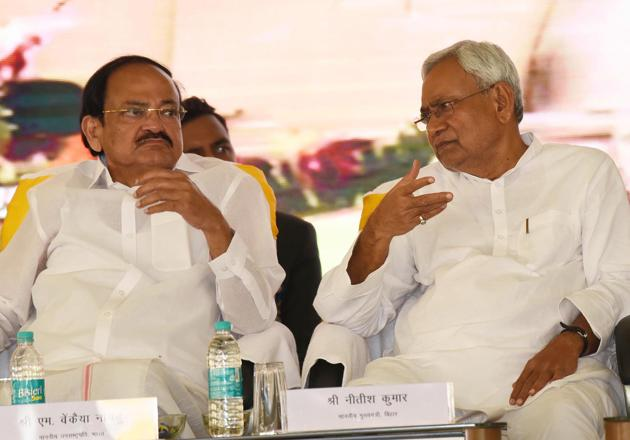 Vice President, M Venkaiah Naidu seen with chief minister Nitish Kumar at Patna High School, in Gardanibagh, Patna, India, on Sunday(Santosh Kumar/ HT)