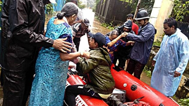 Police rescue people stuck in flooded water due to heavy rain in Thane on Sunday, August 4, 2019.(ANI Photo)