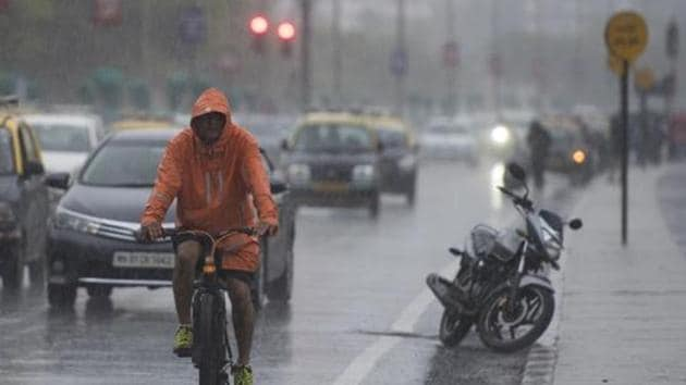 The intensity of rain was much lesser in Mumbai and surrounding areas between Sunday night and Monday.(Pratik Chorge/HT Photo)
