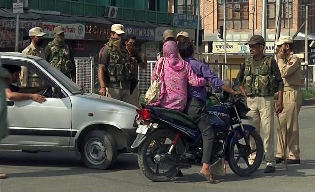 Security personnel check vehicles in Srinagar on the day Centre moved to scrap Article 370 in Jammu and Kashmir.(ANI photo)