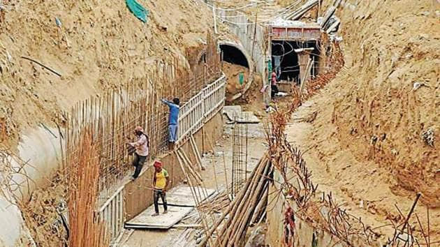 The GMDA is working on concretising about 25km of the 29km drain with RCC pipes of 1000mm diameter, or less.(HT file photo)