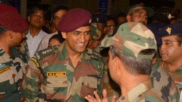File image: MS Dhoni with army jawans in Agra.(HT Photo)