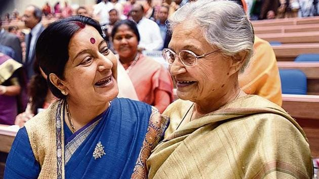 Then Union minister Sushma Swaraj with former Delhi CM Sheila Dixit during an event on March 5, 2016.(Sonu Mehta/ht archive)