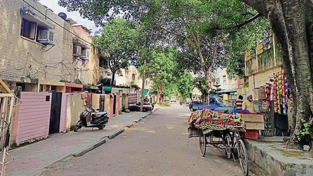 Some 100-odd families settled in the Kashmiri Colony in Chandigarh's 29 in the 1980s.(HT Photo)