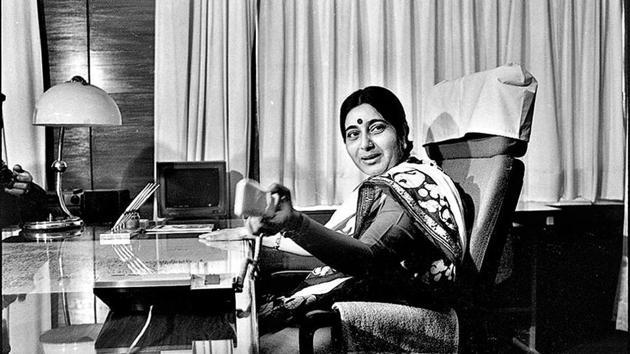 Sushma Swaraj in her office at Shastri Bhawan in New Delhi on May 17, 1996.(Prakash Singh / HT Archive)